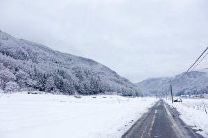 四季折々の色を見せる田園風景。冬はすべてが白く包まれます。